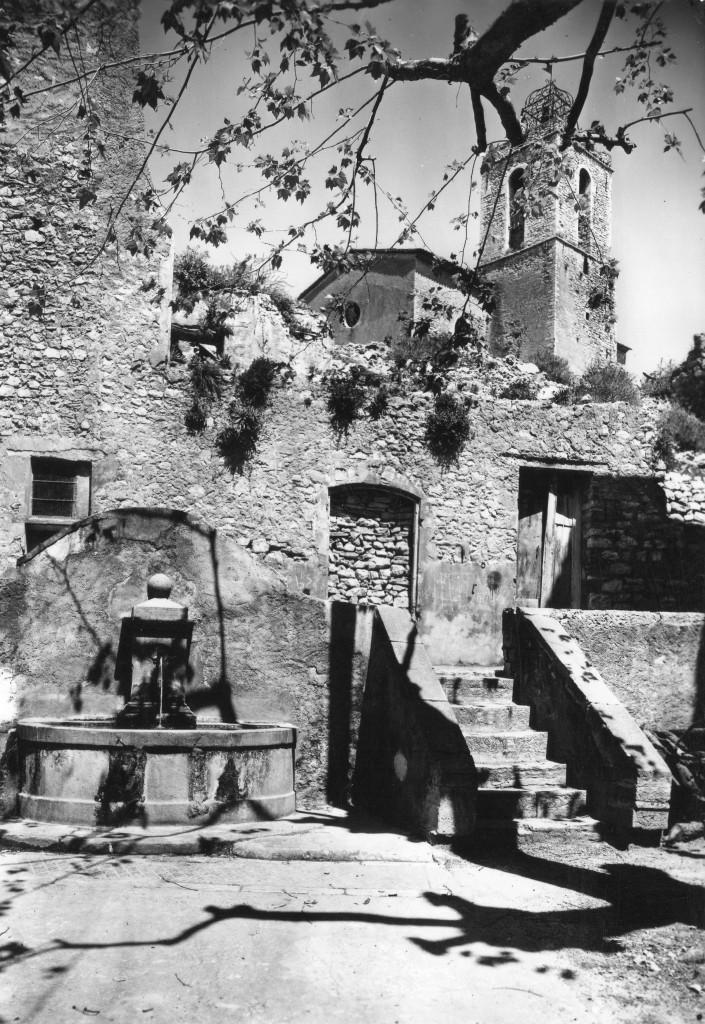 LA FONTAINE DE LA BOURGADE EN 1955
